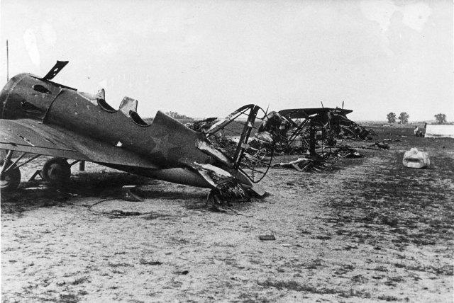 Operation_Barbarossa_-_Russian_planes